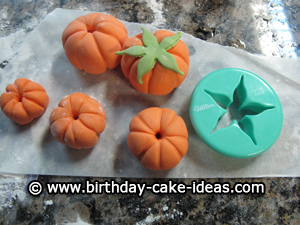fondant pumpkin, make pumpkins with fondant